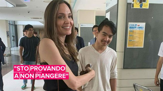 Angelina Jolie, la mamma più cool dell'università di Seoul